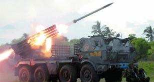 Cvičné střelby zRM-70 vyrobeného vČesloslovensku, ale veslužbách Indonéské armády.