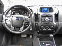 ford - Pracoviště řidiče je přehledné, prostorné, vše vdobrém dosahu
