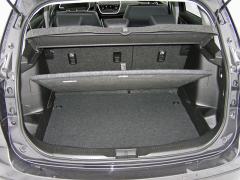 suzuki-Velikost zavazadelníku odpovídá rozměrům vozidla, podlaha má variabilní výšku