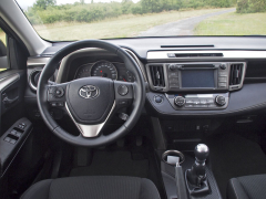 toyota-Za volantem je dost místa, vše při ruce