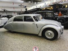 Tatra 77a se vzduchem chlazeným osmiválcem 3,4l, uloženým vzadu (1937)
