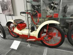 Americký Ner-A-Car, jednoválec 212cm3 ovýkonu 2kW (kuriozní skútr zroku 1924)