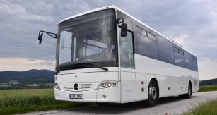 Testovaný autobus byl v základní rozměrové konfiguraci s délkou 12,14 m. Velký rejd předních kol autobusu zajišťoval skvělou manévrovatelnost, kterou jsme si na vlastní kůži vyzkoušeli