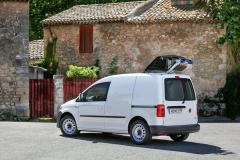 """VW Caddy se skříňovou karoserií může dostat za příplatek i střešní otvor tzv. """"žirafon"""""""