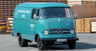 """Mercedes-Benz L 319  """"Kastenwagen"""", výrobní rok 1965 – předchůdce dnešních úspěšných dodávkových vozidel Mercedes-Benz Sprinter."""