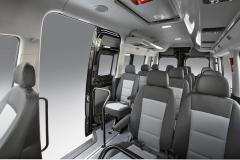 Minibus nabízí až 15 sedadel a dostatek prostoru