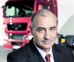 Georg-Pachta Reyhofen odešel ke30. 9. 2015 zpozice CEO MAN SE adále bude pokračovat jako poradce pro VW Group. 103431