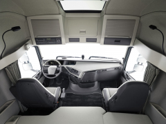 Interiér je prostorný, volič jízdního režimu automatizované převodovky I-Shift je umístěn vpravo vedle sedadla