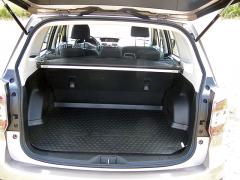 subaru-V základní poloze je zavazadlový prostor docela mělký
