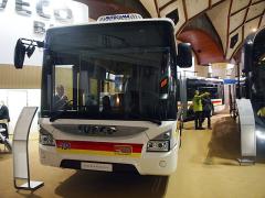 Kloubový autobus Iveco Urbanway jezdí vKarlových Varech