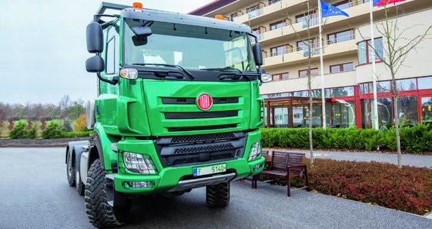 Seminář VVA vLázních Bělohrad organizovaný společností SWELL doprovázely také reálné exponáty – například Tatra 158 zmodelové řady zemědělských speciálů.