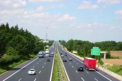 Vybržďování ostatních účastníků silničního provozu je opravdu velmi nebezpečné avětšinou souvisí sdalší protizákonnou činností řidiče.