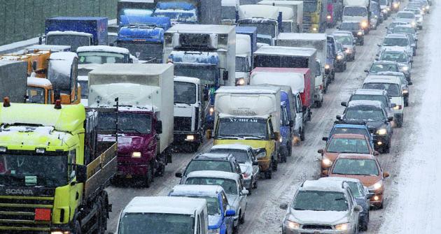 Mýtné nemýtné, dopravní zácpy se nevyhýbají ani platícím ani neplatícím řidičům, atím méně vRusku.