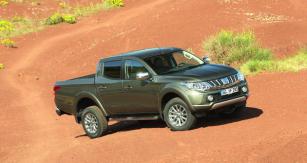 Uverzí 2WD i4WD byly provedeny úpravy pozice listových per nové konstrukce arovněž se zvětšila  jejich délka.