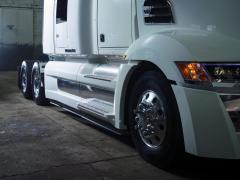 Paneláž vrozvoru trucku je velmi pečlivě zpracovaná.