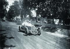 Natrati GP Francie 1921 vevoze Ballot 2LS, svozem stejné značky, ale typem 3L se Ralph de Palma umístil druhý.