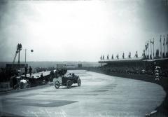 Skvělý nástup závodního vozu Peugeot L76 vletech 1912 a1913 vlil sebevědomí nejen dožil konstruktérům azávodníkům svozy značky Peugeot, ale také všem francouzským fanouškům.