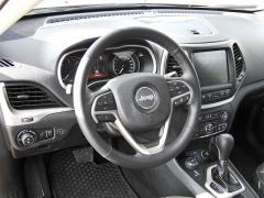jeep - Palubní deska nového Cherokee vypadá dobře, spínače jsou vdobrém dosahu