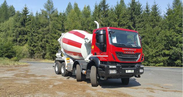 Vozidlo Iveco Trakker s nástavboudomíchávače betonu