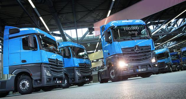 Mercedes-Benz  vyrobil vesvé mateřské továrně vněmeckém Wörthu již 100000 těžkých nákladních vozidel modelové řady Actros.