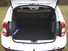 dacia-Zavazadlový prostor má vzákladu objem 400 litrů, po sklopení druhé řady sedadel až 1600 litrů