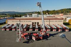 Osmnáct nových Renaultů D18 4x2 se záchrannou plošinou převzali čeští hasiči
