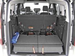 ford-I v pětimístném uspořádání je zavazadlový prostor zmenšen díky přídavným sedadlům ve třetí řadě