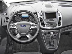ford-Kůží obšitý volant výborně padne do ruky, potěšila dobře pracující samočinná převodovka