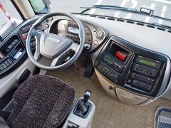 Řidič snadno dosáhne na ovládací prvky
