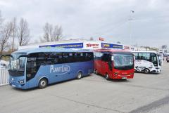 Servisní centrum Turancar CZ Praha a zleva autobus Visigo, Novo a Turquise
