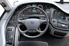 Pracoviště řidiče je ergonomicky velmi dobře řešené