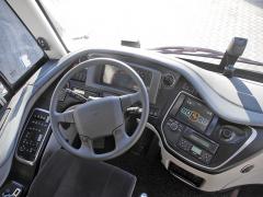 Přehledná přístrojová deska pomáhá řidiči