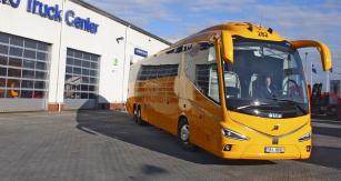 Novotou svítící autobus Volvo B11R 6x2