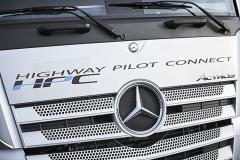 Vozidlo Actros soznačením Higway Pilot Connect