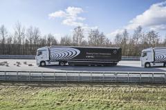 Díky vyspělému elektronickému systému zvládne vozidlo Platoon reagovat na nebezpečná místa rychleji nežsamotný řidič