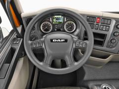 Pracoviště řidiče je přehledné, displej palubního počítače dnes nabízí velké množství praktických údajů o vozidle