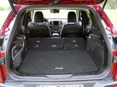 jeep - Zavazadlový prostor je dobře přístupný, ale je poněkud mělký