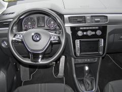 vw-caddy - Přehledná až strohá palubní deska, výborný volant, vše při ruce