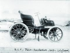 Vzávodě Paříž – Amsterodam vroce 1898 byly vozy Panhard et Levassor vybaveny volantem.