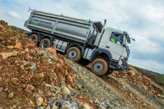 Volvo Trucks je celosvetovo prvým výrobcom nákladných vozidiel, ktorý ponúka automatický pohon všetkých kolies pre stavebné vozidlá.