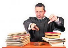 01-angry-judge 111064