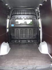 hyundai - Po vyjmutí druhé řady sedadel a posunutí přepážky získáte až 12,8 m3 prostoru