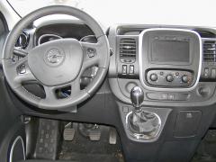 opel -Kůží obšitý volant a řadicí páka je výsadou výbavy Business