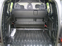 """peugeot - Po """"zabalení"""" druhé řady sedadel a posunutí přepážky získáte nákladový prostor o objemu přes 3 m3"""