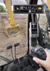 Barevný LCD displej na sloupku kabiny poskytuje obsluze všechny důležité provozní informace a informace ze systému Cat Grade Control nebo Cat Production Measurement Payload