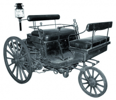 První parní tříkolka Serpollet zroku 1887, dodnes pečlivě uchovaná vmuzeu umění ařemesel vPaříži.