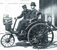 Vroce 1890 se vydali Léon Serpollet ajeho přítel Ernest Archaedon nastrastiplnou cestu zPaříže doLyonu vedvousedadlové parní tříkolce.