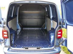 VW – Na podlaze nákladového prostoru najdeme šest upevňovacích ok