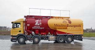 Vícekomorová nástavba na přepravu mouky – ZVVZ je pouze výrobcem tlakové nádoby