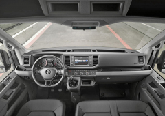 Zcela nová je palubní deska a celé pracoviště řidiče i spřístrojovým štítem